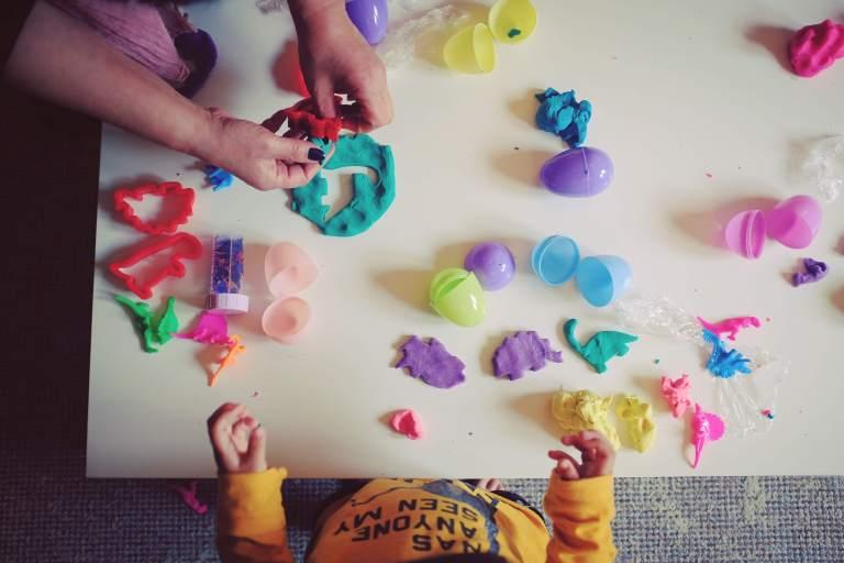 dinosaurs-eggs-play-doh_34807601565_o